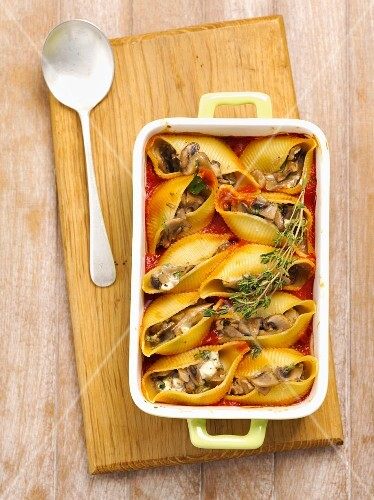 Conchiglie with mushrooms and cheese in tomato sauce