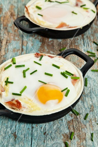 Baked eggs with chives