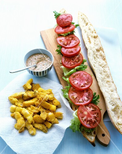 A sandwich made with fish and a spice tartare sauce