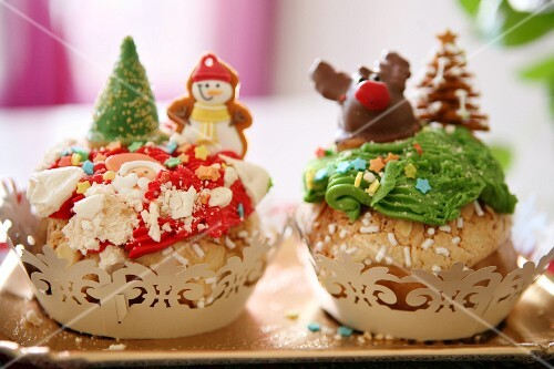 Funny cupcakes with amaretti