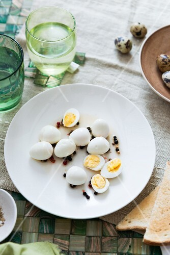 Pickled quails eggs