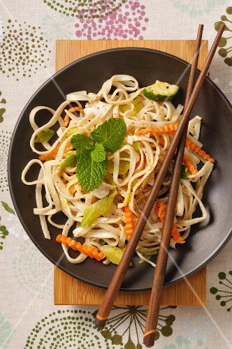 Tagliatelle with carrots, courgette and mint (Asia)