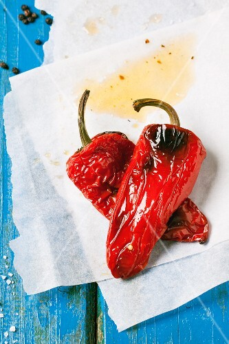 Grilled red peppers on baking paper (seen from above)