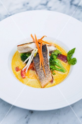 Bass fillet in curry sauce