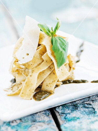 Tagliatelle al pesto (Italy)
