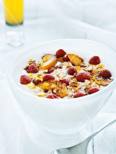 Yogurt muesli with fresh raspberries and roasted apple slices