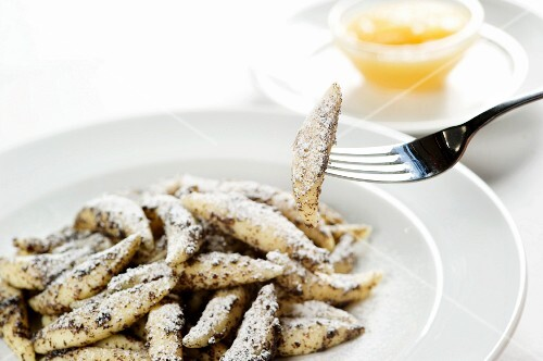 Poppy seed pasta with apple sauce