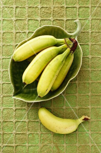 Mini bananas in a green leaf-shaped dish