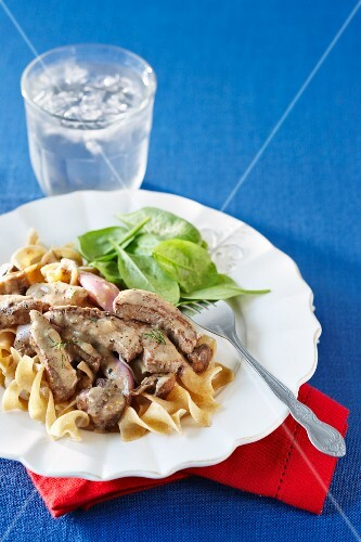 Beef stroganoff with red onions, wholemeal pasta and spinach