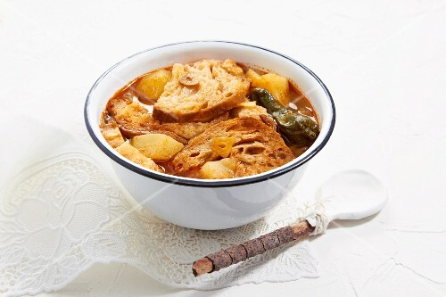 Bread soup with potatoes