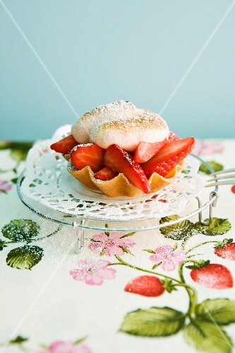 A strawberry tartlet topped with meringue