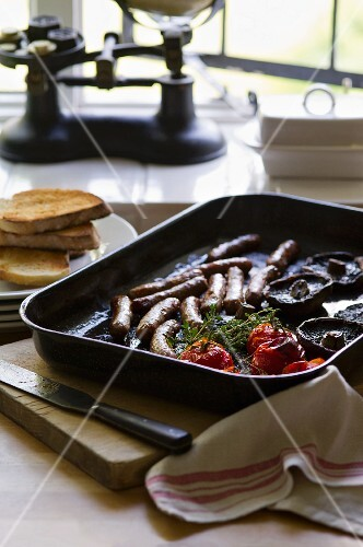 English breakfast with sausages, mushrooms, tomatoes and toast