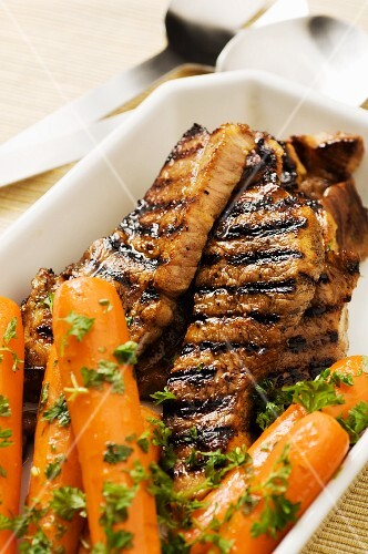 Grilled pork fillet with glazed carrots