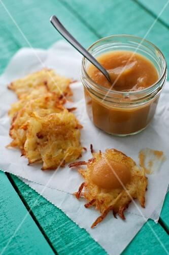 Potato röstis with apple puree