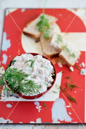 Tuna rillette with dill