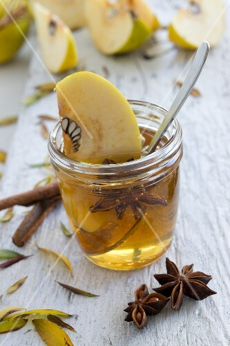 Quince jelly with cinnamon and star anise