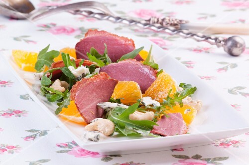 Goose breast salad with orange, rocket and cashew nuts