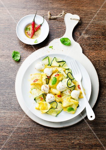 Courgette salad with mozzarella, chilli Ppeppers and basil