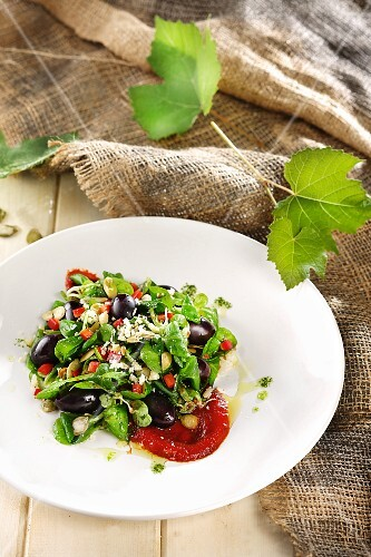 Spinach salad with black olives and feta cheese