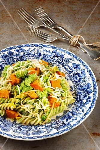 Fusilli with peas and pumpkin