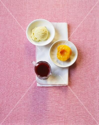 Ice cream with peaches and raspberry sauce