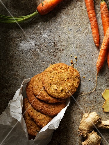 Ginger biscuits with carrots