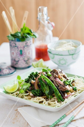 Freid beef with broccoli and noodles (Asia)