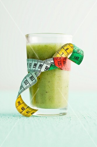 A green apple and kiwi smoothie with mint