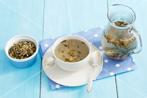 Manzanita tea and dried tea leaves