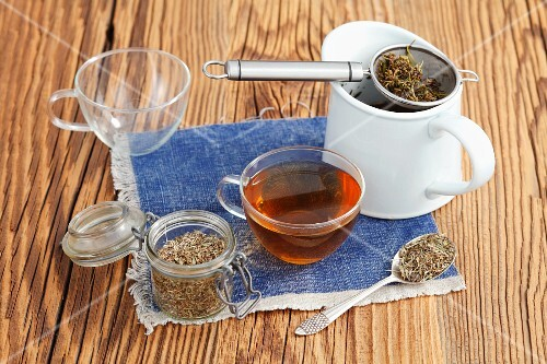 Creeping thyme tea with dried tealeaves