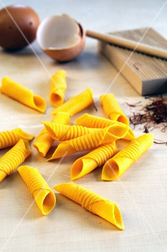 Flavoured pasta: garganelli with egg and saffron