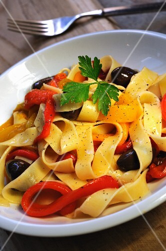 Tagliatelle with roast peppers and olives