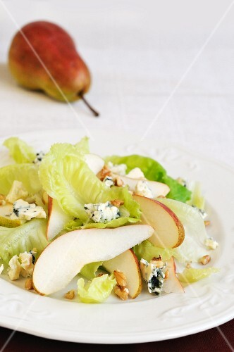 Pear salad with blue cheese and walnuts