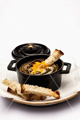 Artichokes with egg and bread