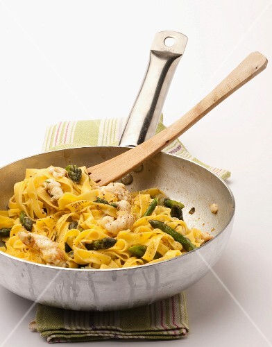 Tagliatelle with aasparagus and squid