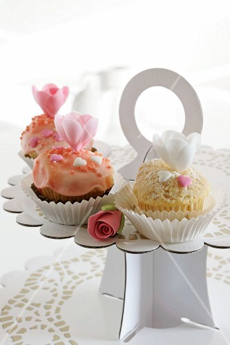 Three romantic cupcakes on a cake stand