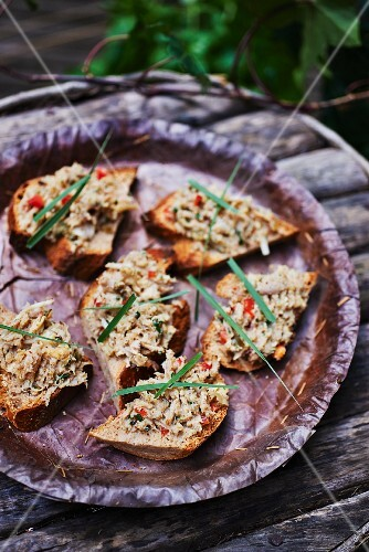 Slices of bread topped with Thai rillette