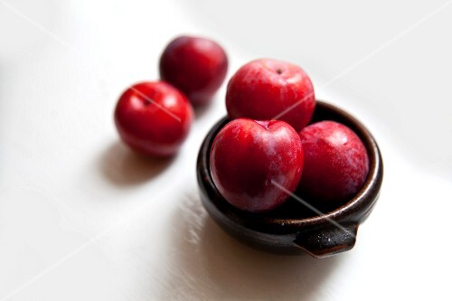 A bowl of organic plums