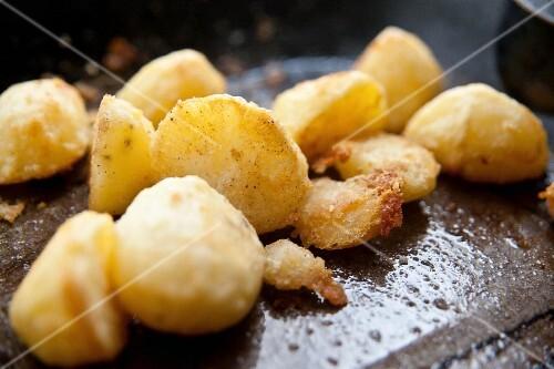 Crispy roast potatoes with salt in a roasting tin