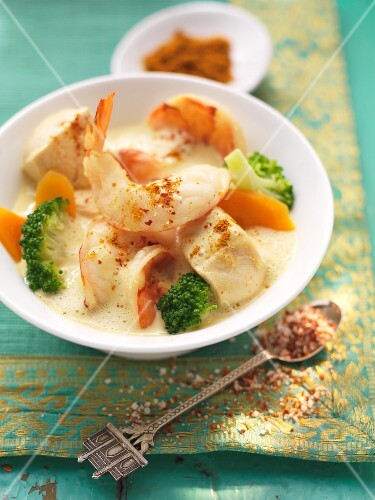 Chicken and broccoli curry with prawns (Indai)