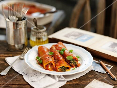 Cannelloni with green kale, basil and ricott