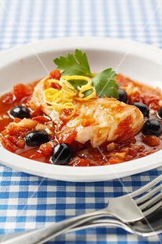 Fish fillet with tomatoes and olives