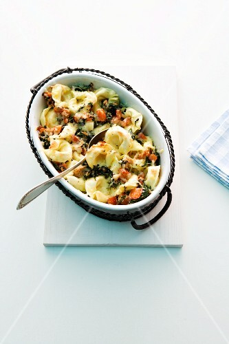 Tortellini and tuna gratin with spinach