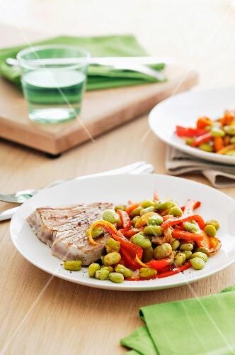 Tuna steak with a bean and pepper medley
