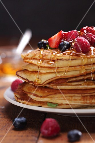 Pancakes with honey and fresh berries