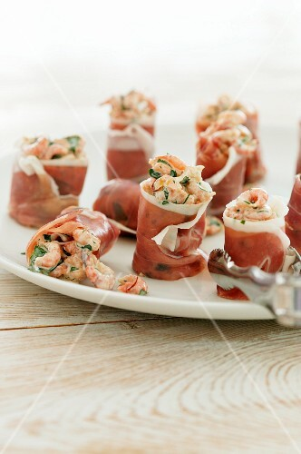 Ham rolls filled with prawns