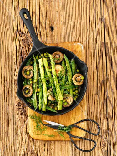 Green asparagus with peas and mushrooms