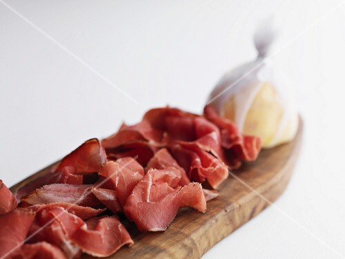 Slices of ham with half a lemon