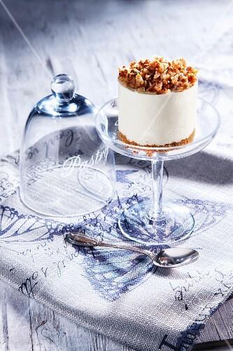 A mini cheesecake with a peanut crust