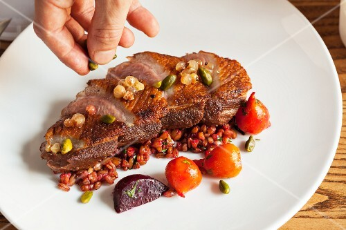 Duck breast with whitecurrants and pistachios
